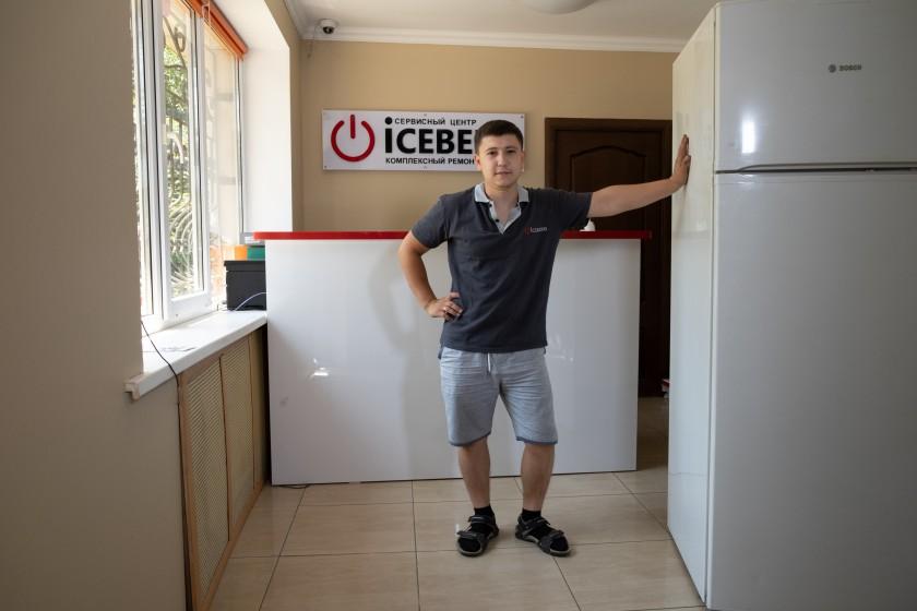 Мастера производят Ремонт холодильников Алматы в сервисном центре