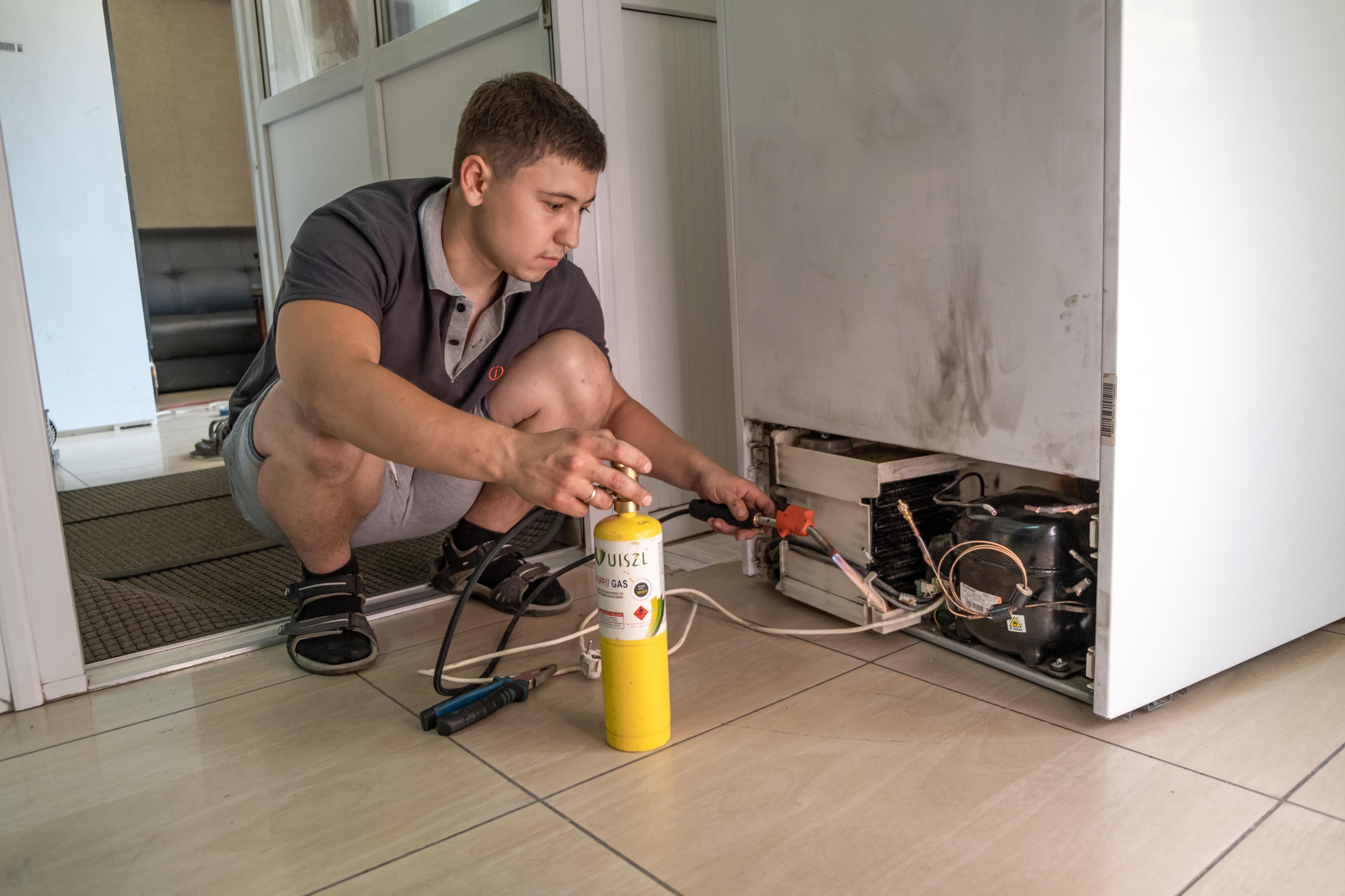 Произведем ремонт холодильника или шкафа для вина